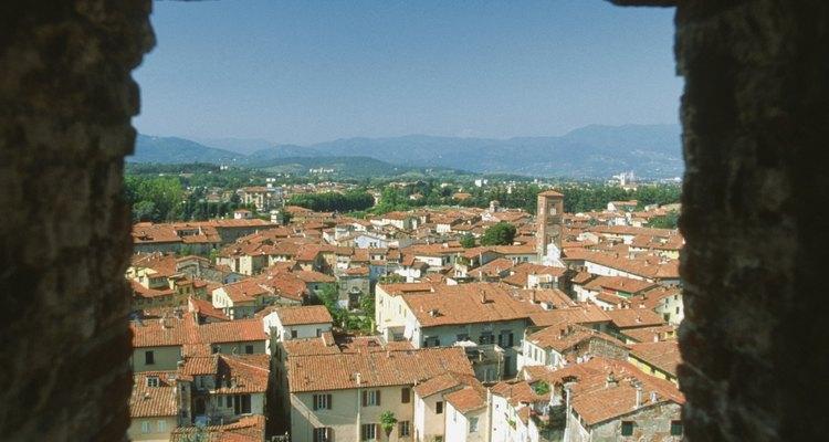 Las torres de Lucca tienen hermosas vistas de los techos de tejas rojas de la ciudad.