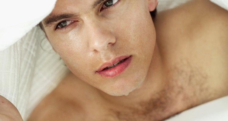 Aplícate compresas de agua caliente en el rostro.