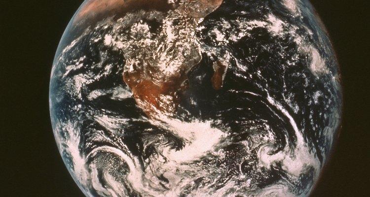 A Terra consiste de cinco camadas: da atmosfera até o núcleo interno