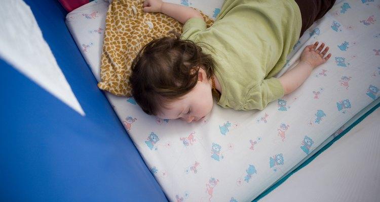 El riesgo de síndrome de muerte súbita es mayor durante los primeros meses de vida, sin embargo se deben tomar precauciones durante el primer año.
