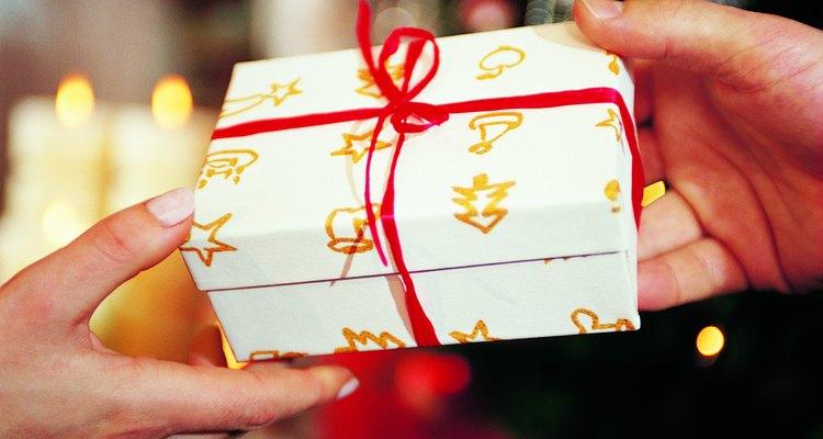 Es típico regalar a la familia en Navidad.