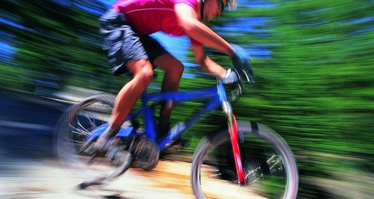 Los pantalones cortos de bicicleta de montaña son fabricados pensando en la comodidad para los terrenos difíciles.