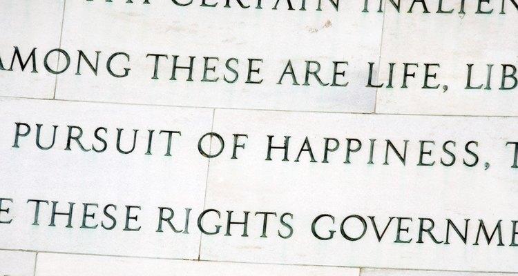 Los escritos de Locke produjeron varias reformas políticas, incluyendo la redacción de la Declaración de la Independencia.