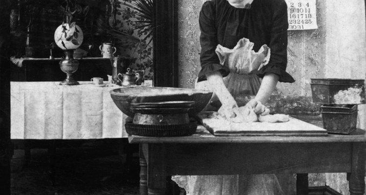 Denegado el derecho a una educación formal, muchas mujeres trabajaban como sirvientas.