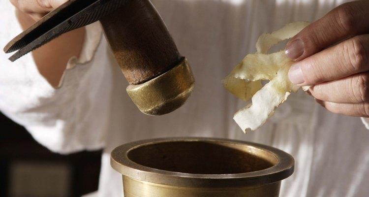 El mortero y la mano de mortero eran herramientas importantes para los boticarios.