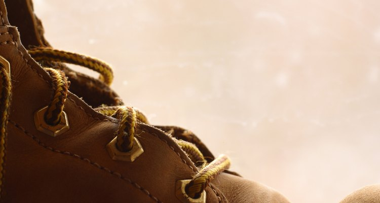 Aprenda a lacear as botas de couro