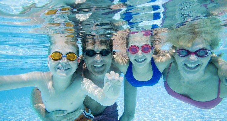 Los altos niveles de cloro pueden hacer una piscina demasiado incómoda para nadar.