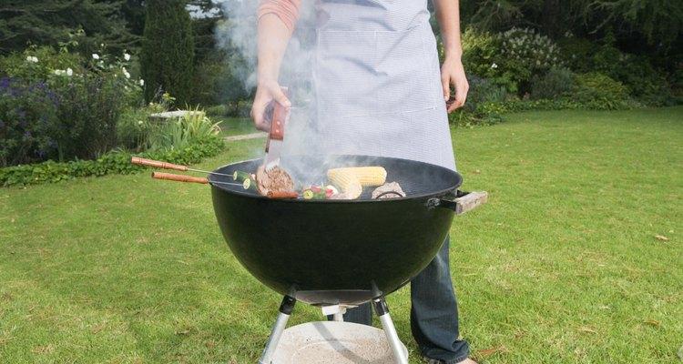 Algunas zonas prohíben el uso del líquido para encender por los humos tóxicos que producen.