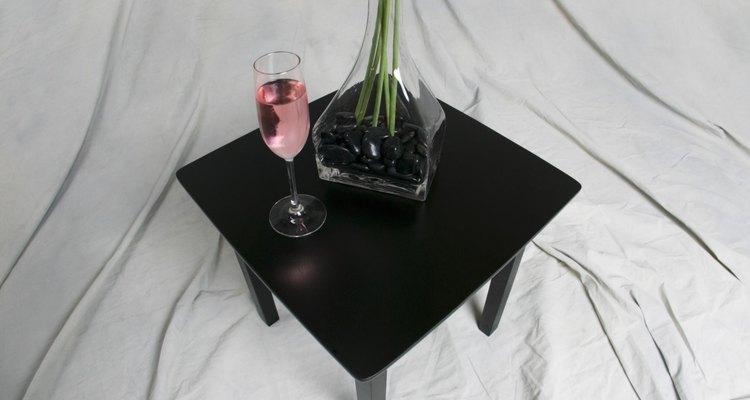 Cómo hacer centros de mesa con floreros altos.