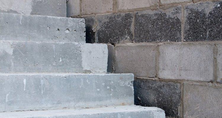 Pintar uma parede de blocos de concreto irá protegê-lo