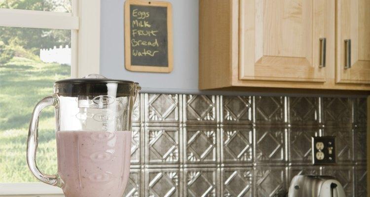 Los batidos son fáciles de preparar en casa con la licuadroa adecuada.