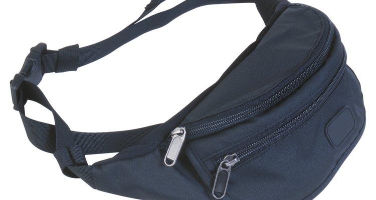 Los bolsos para la cintura fueron comunes en la década de 1990, pero pasaron de moda rápidamente.