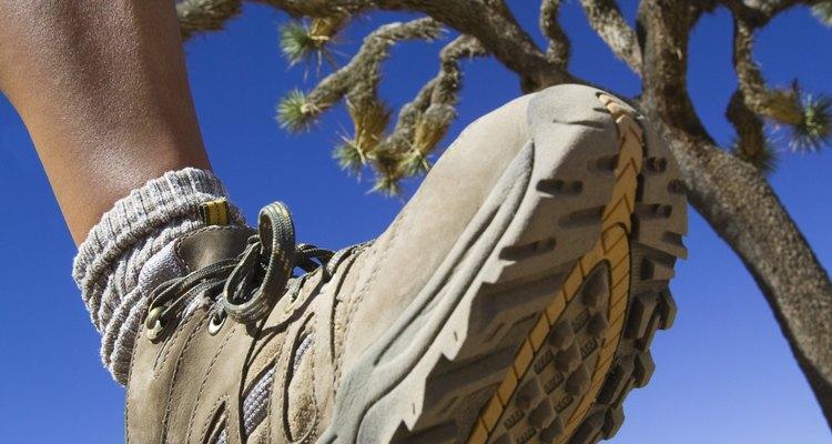 Las botas ajustadas a menudo resultan en problemas en los pies.