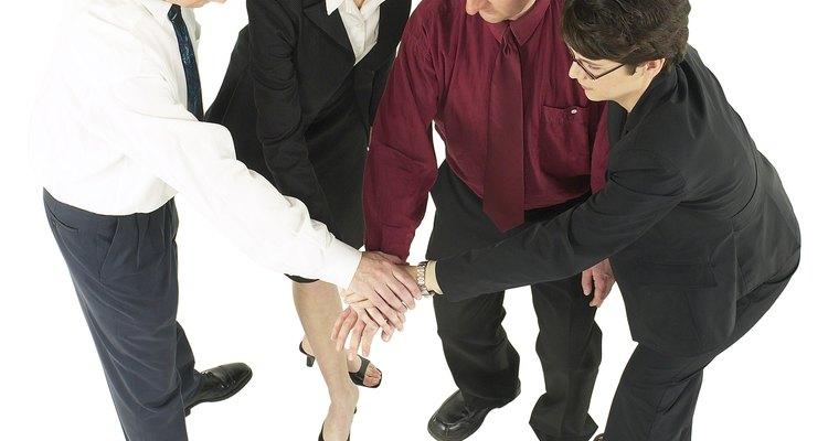 La confianza entre los compañeros de trabajo mejora el rendimiento del negocio.