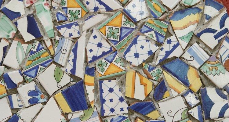 Azulejos de mosaico de papel são usados no lugar dos de cerâmica e vidro