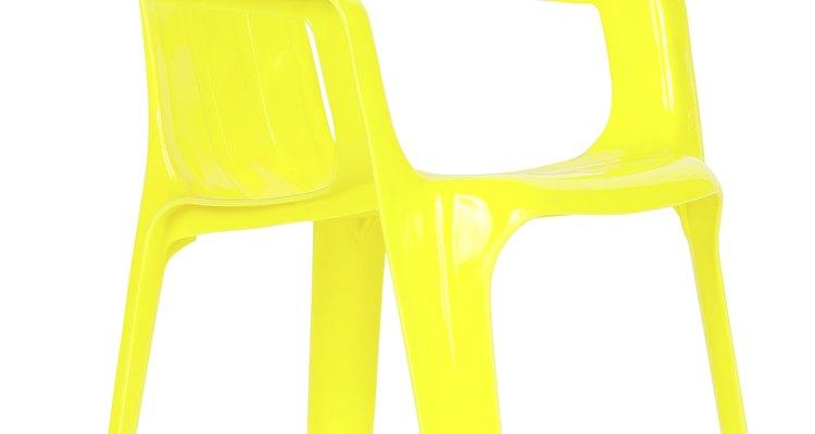 Dale nueva vida a tus sillas descoloridas siguiendo estos pasos.