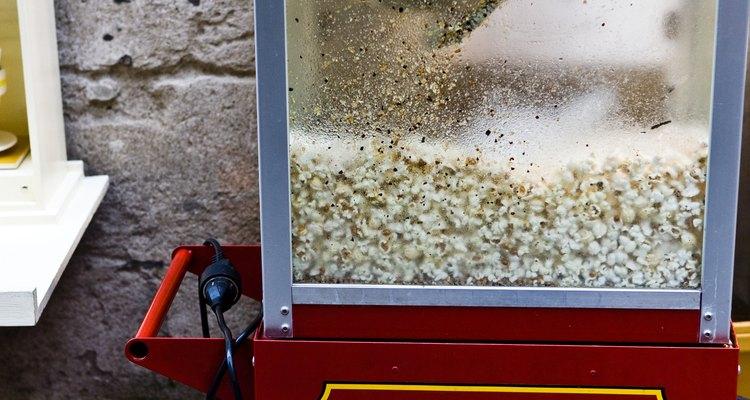 Puedes hacer palomitas estilo cine con la Old Fashioned Movie Time Popcorn Maker.