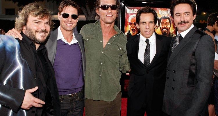 Jack Black, Tom Cruise, Matthew McConaughey, Ben Stiller e Robert Downey Jr. no tapete vermelho com seus óculos pretos