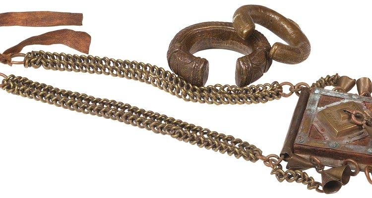 Las joyas de cobre se usan para aliviar el dolor de la artritis.
