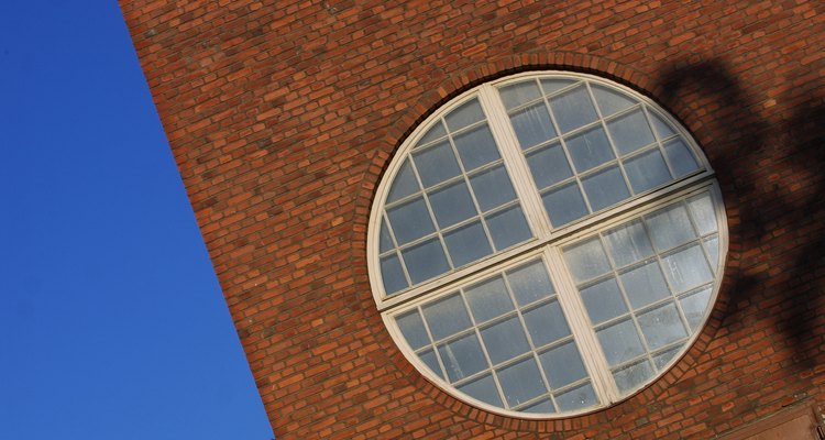 Limpe suas janelas com ácido muriático para se livrar das manchas difíceis