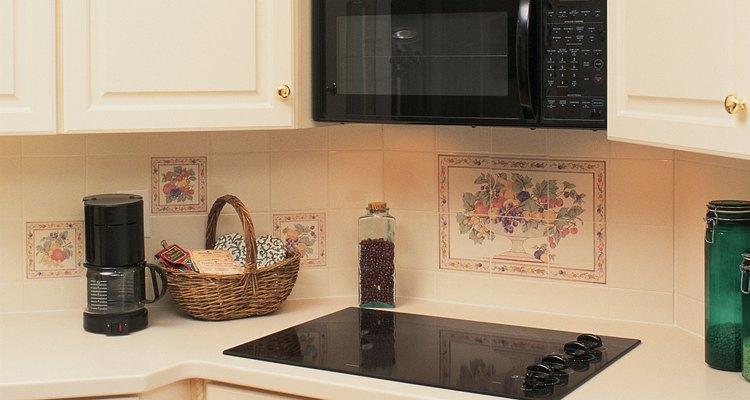 Os cooktops funcionam em conjunto com fornos autônomos embutidos em armários