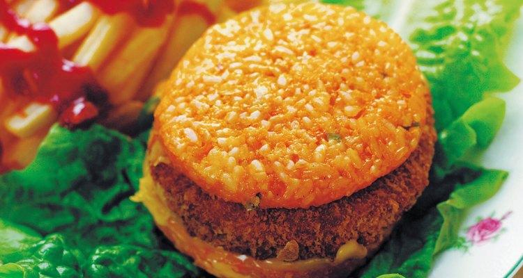 Una hamburguesa cocinada.