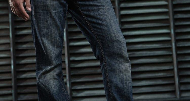 A curva da virilha em uma calça afeta significativamente o ajuste da roupa