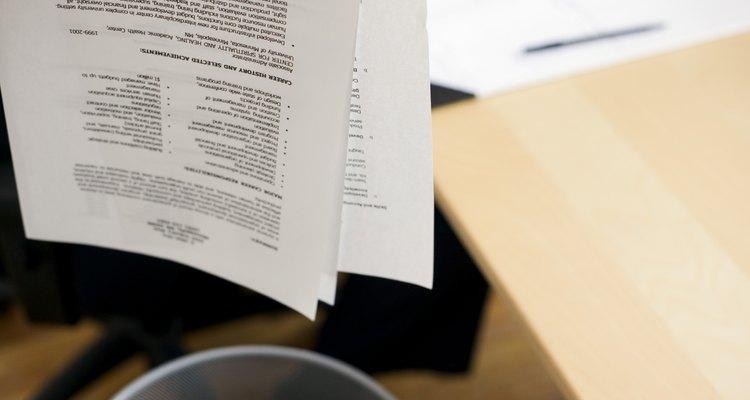 No dejes que tu currículum vitae termine en un archivo circular. Concéntralo en la capacitación específica industrial y en los logros.