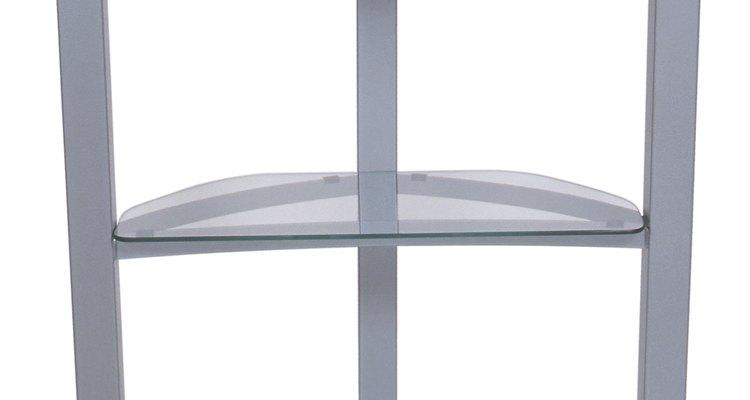 O vidro utilizado para prateleiras precisa ser temperado para oferecer suporte adicional