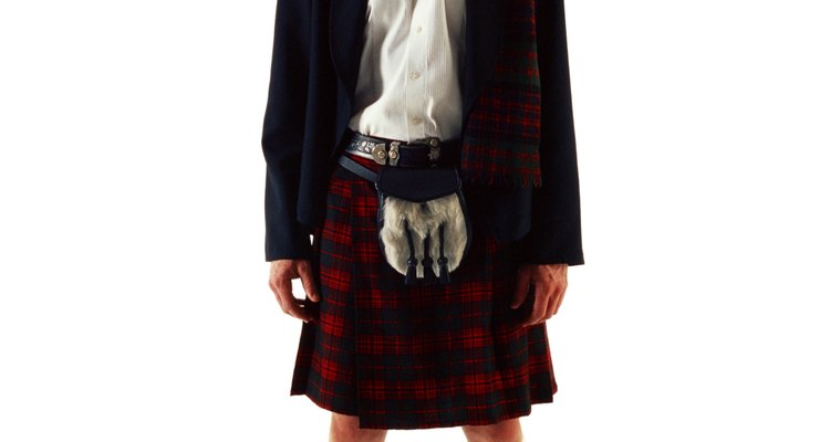 Originário da Escócia, kilts são saias plissadas para homens