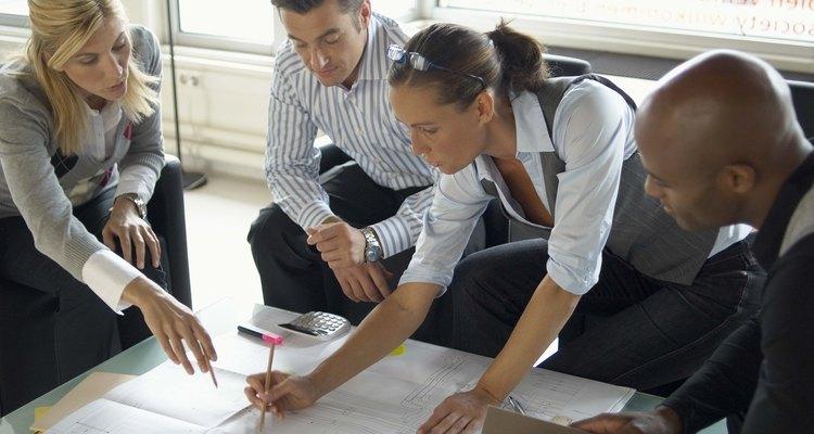 O termo organização comercial é geral e se aplica a qualquer grupo cujo objetivo é gerar lucro
