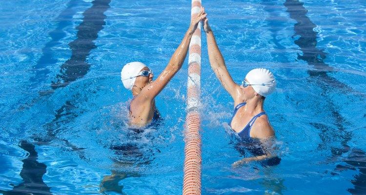 Existen distintas razones por las que el agua de las piscinas pueda verse turbia o como blanquecina.
