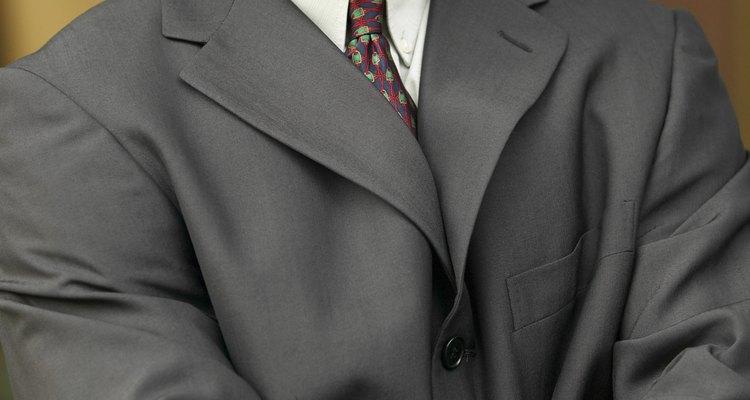 El hombre de negocios macho alfa trabaja en la parte superior de la organización.