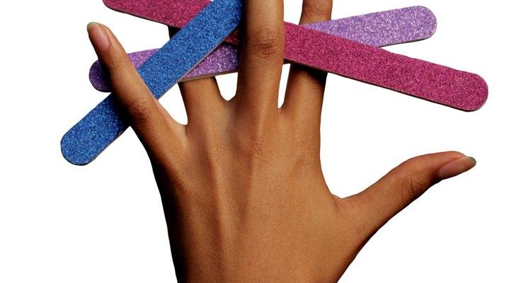 Puedes alcanzar uñas brillantes naturalmente sin la ayuda de un esmalte transparente.