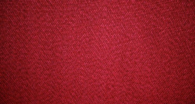 O bordô é uma cor muito forte e que não combina com telhados vermelhos