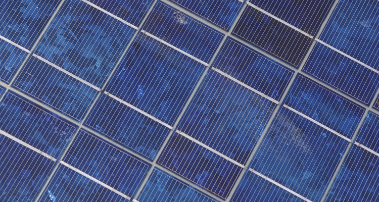 Os relógios Tough Solar possuem uma bateria que é alimentada através de fotocélulas