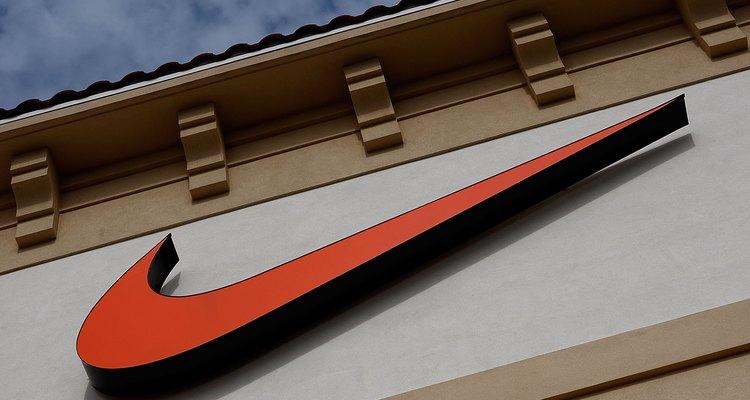 Limpia tus zapatos deportivos Nike.