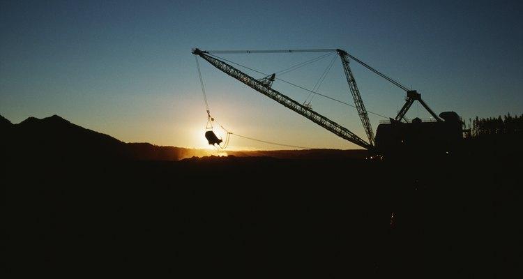 La industria de la minería frecuentemente utiliza la separación magnética para recuperar metales de las rocas que se hallan alrededor.