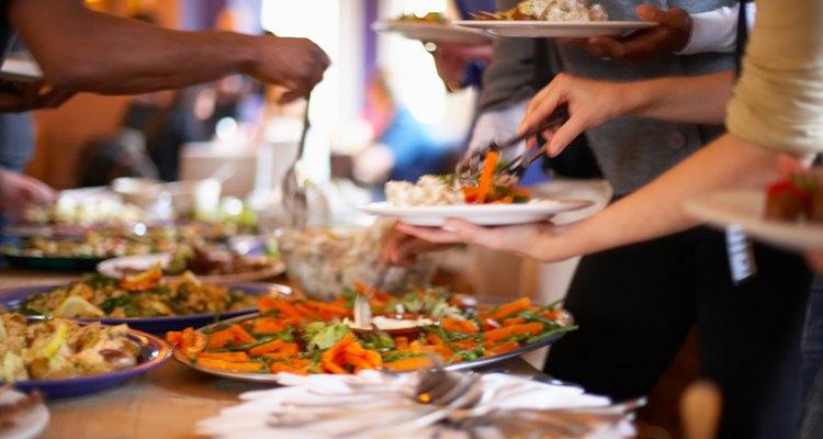 Festas à americana são uma boa forma de servir diferentes tipos de alimentos