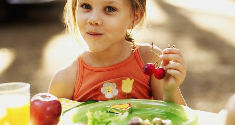 Tente trocar a barra de chocolate por opções mais saudáveis, como a melancia