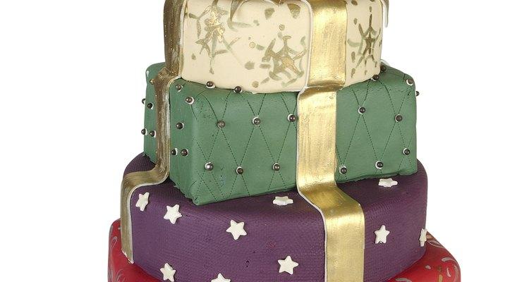 Sé creativo al crear tu torta de varios pisos.