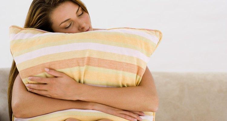 Se o calor do seu corpo não for suficiente, use uma fonte de calor externa para amaciar o seu travesseiro