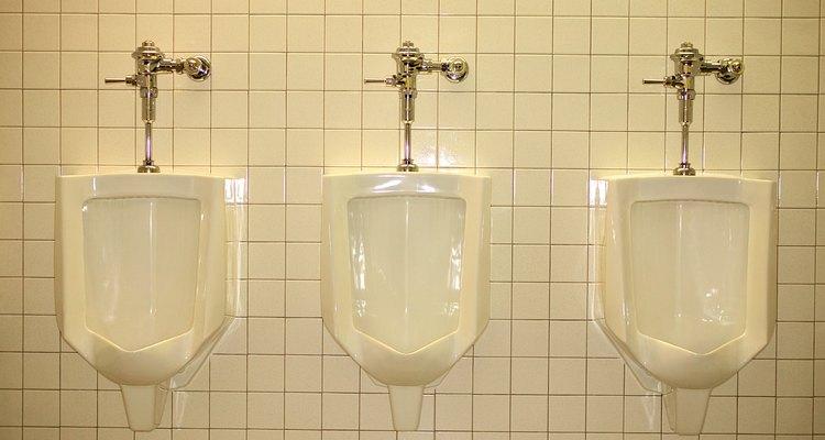 Un urinario puede estar obstruido por un cuerpo extraño.