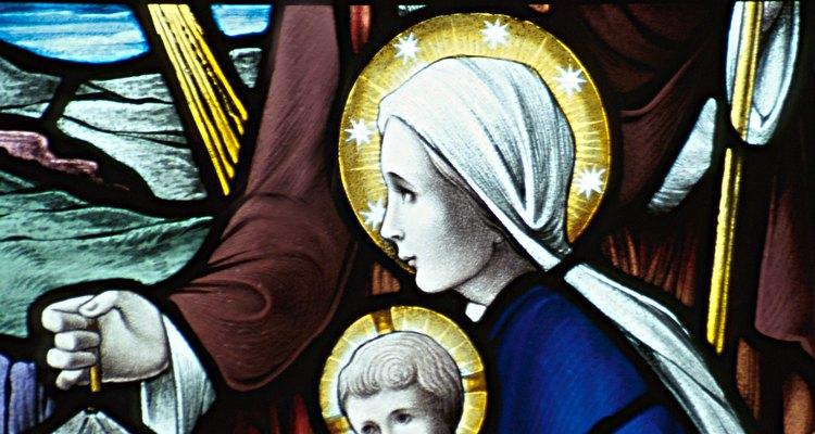 José y María fueron encomendados por Dios para la crianza de Jesús.