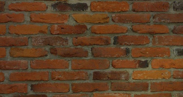 Repara grietas en paredes de ladrillos.