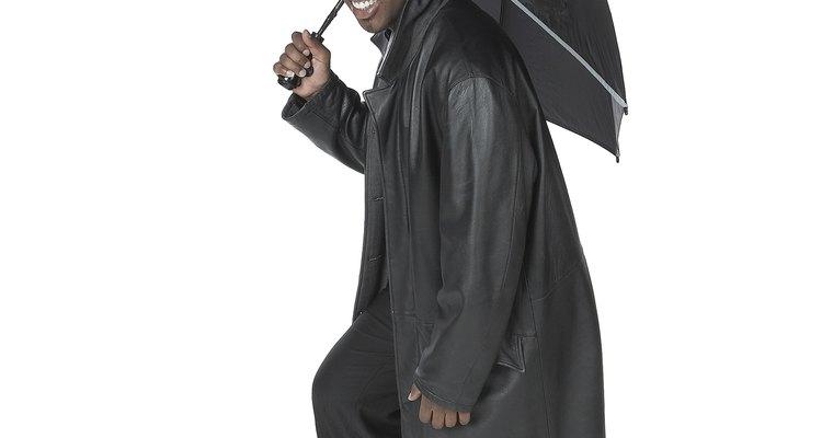 Nylon é um tecido popular para capas de chuva e guarda-chuvas