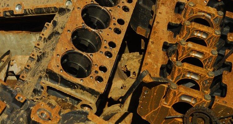 Retire a oxidação de alumínio do bloco do motor