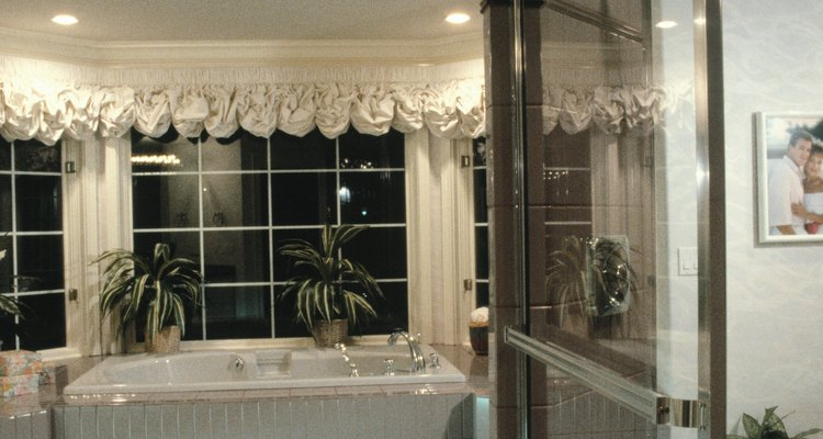 Una cornisa o cenefa agregará a tus ventanas un toque de distinción e incluso una función utilitaria.