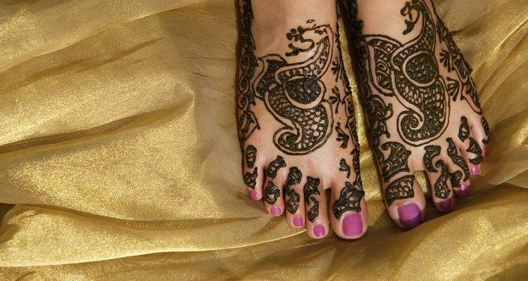 Tatuagens nos pés podem ser bonitas, mas necessitam de carinho.