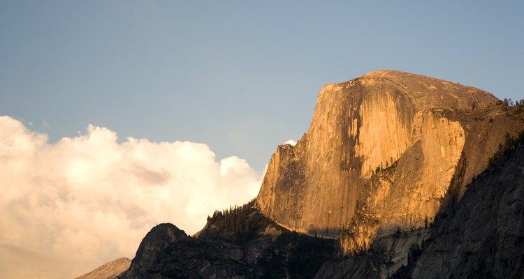 La ladera emblemática de Half Dome domina Yosemite Valley.